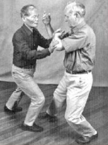Benjamin Lo en Bob Smith doen Push Hands